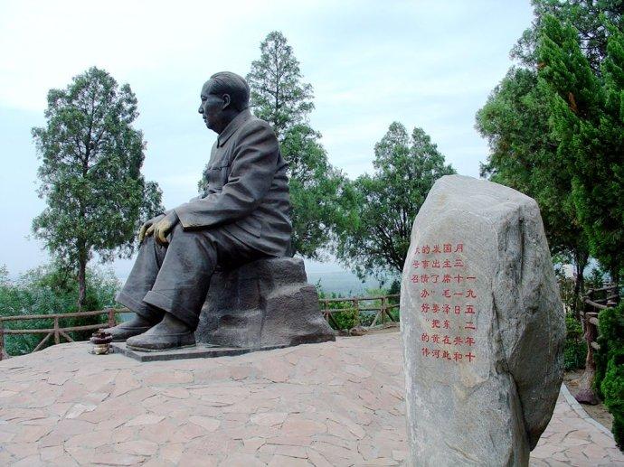 毛主席视察黄河雕塑