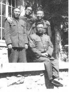 1953年,李克农与邓华等人在朝鲜板门店