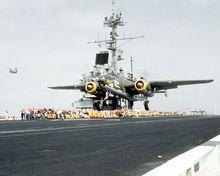 """50周年庆典,B-25""""曼妙身材""""从航母上起飞"""