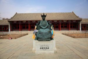 孝庄文皇后铜像