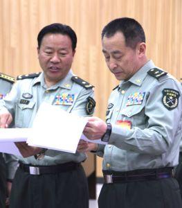 徐远林(左)