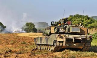 驻韩美军轮换 返回美国后展示其主战坦克