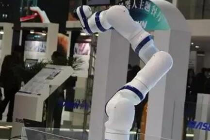 """""""协作机器人""""期待您的光临"""