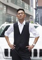 何立东 演员 果静林 丁达的同窗老友,回国投资的外籍华人。他所提供的进口设备有问题,被老同学、检验检疫干部丁达盯上。于是他利用丁达对孔思琴的感情,巧妙地设置重重障碍,阻止调查,以致孔思琴的情感天平
