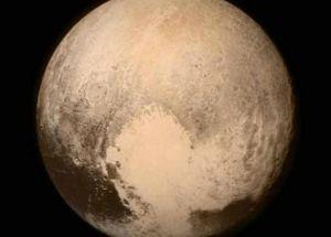 冥王星表面有个心形痕迹