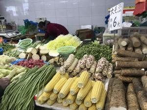 一块多钱的菜只剩萝卜白菜,超半数蔬菜价格在4-6元档 最近菜价为何高了?