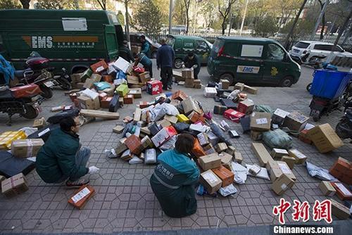 前8月邮政行业业务收入完成6060亿 同比增21.5%