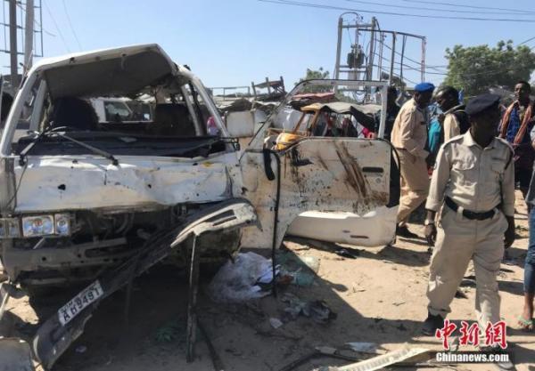 """索马里""""青年党""""宣称对首都汽车炸弹袭击负责"""