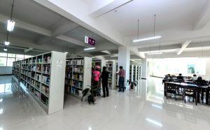 学校图书馆一角