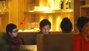 何炅和王菁被拍到一起吃饭