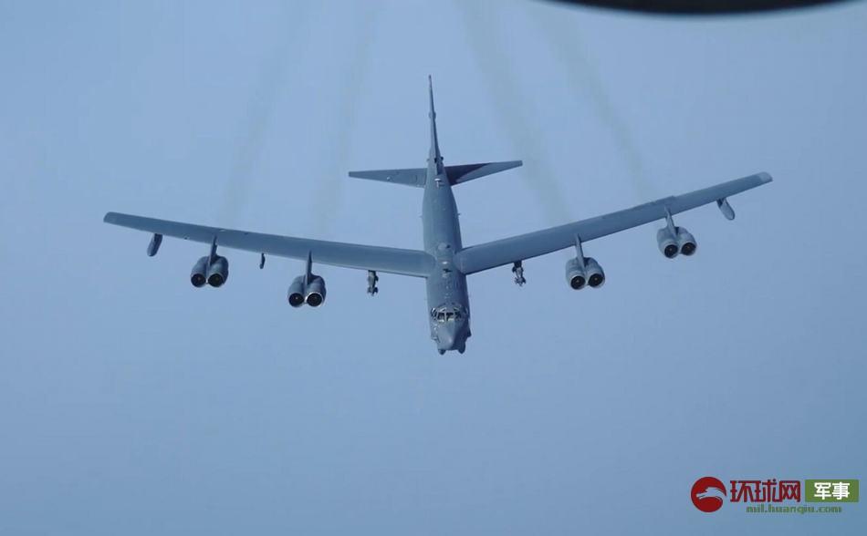 """美军在中东同时出动B-52和F-35 还带了""""小弟"""""""