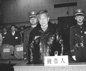 1999年1月9日,褚时健被处无期徒刑、剥夺政治权利终身。褚时健被判后减刑为有期徒刑17年。2002年春节办理保外就医。