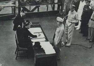 日本外相重光癸于9时9分在投降书上签上了他的名字