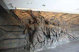 博物馆一楼序厅大型室内浮雕《追求卓越》