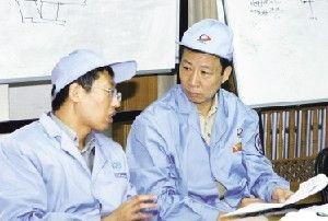 顾逸东总设计师(右)和赵光恒(左)副总设计师