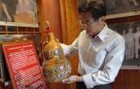 新中国同龄人何以进:用刻刀在葫芦上画出民族大团结