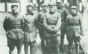 1940年4月,王宏坤和邓小平、刘伯承、聂荣臻等在山西辽县
