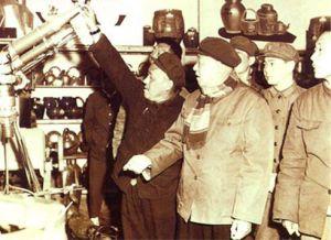 王建安参观工兵展览