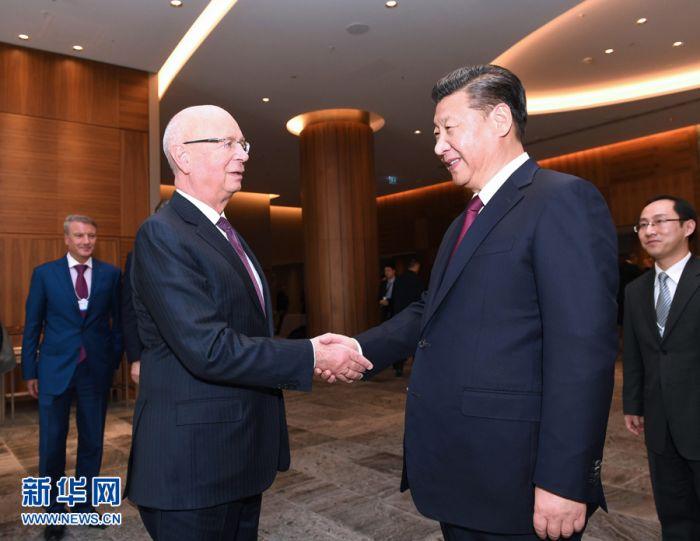 1月17日,国家主席习近平在瑞士达沃斯会见世界经济论坛主席施瓦布。
