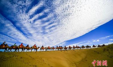 Tourists flock into Mingsha Mountain in NW China's Gansu