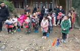 宁波外卖小哥自发为贵州山区捐物 你能助他一臂之力吗?