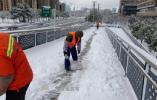 他们奋战在除雪第一线!有他们在,出行多一份安全