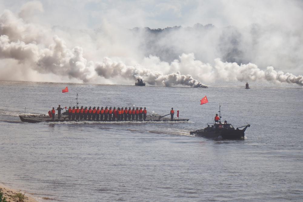 """""""国际军事比赛-2020""""""""开阔水域""""项目举行水上开幕式"""