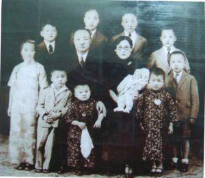 1933年李烈钧全家的合影