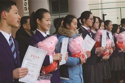 """南京十三中: 期望同学们""""佩奇""""希望再出发:我们的开学典礼不一般"""