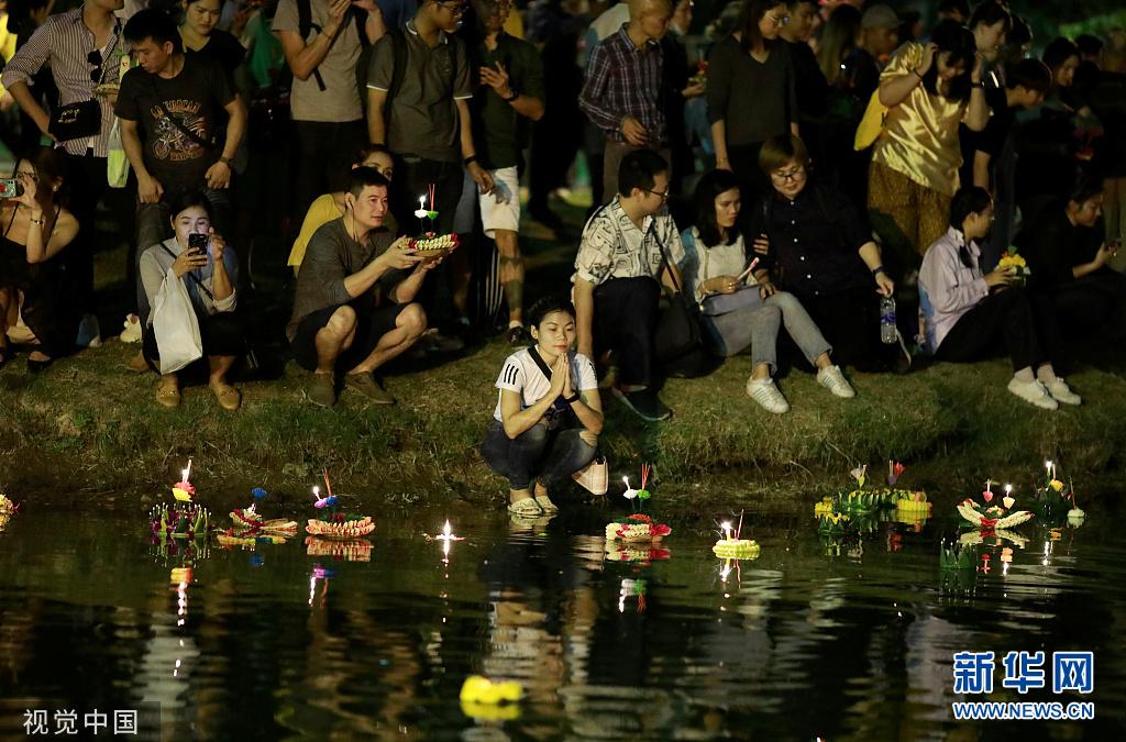 泰国曼谷庆祝水灯节