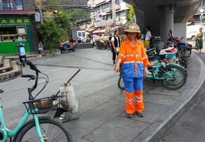 路边的垃圾桶去哪了?减量提升 成?#23478;?#25286;除9001个果屑箱