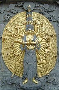 救苦救难的大乘菩萨,拥有许多只手和器具,代表无限的决心和能力。
